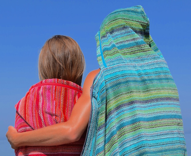 beach-towel-hooded